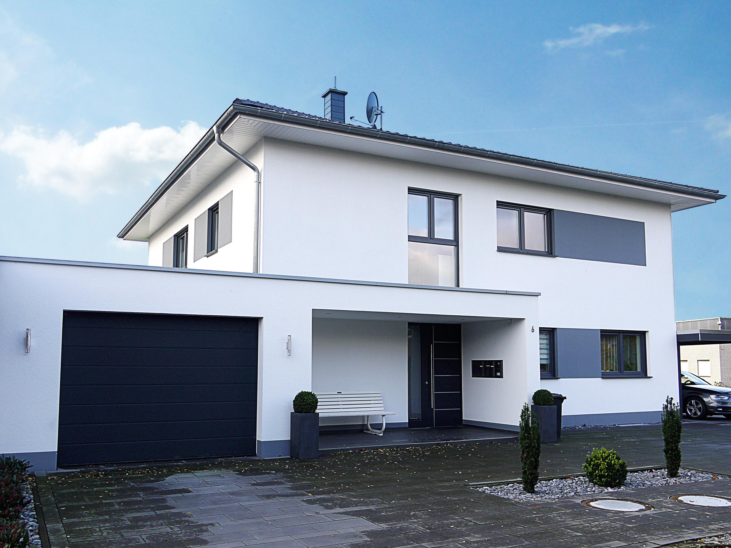 moderne stadtvilla als zweifamilienhaus vorderbr ggen bau gmbh. Black Bedroom Furniture Sets. Home Design Ideas